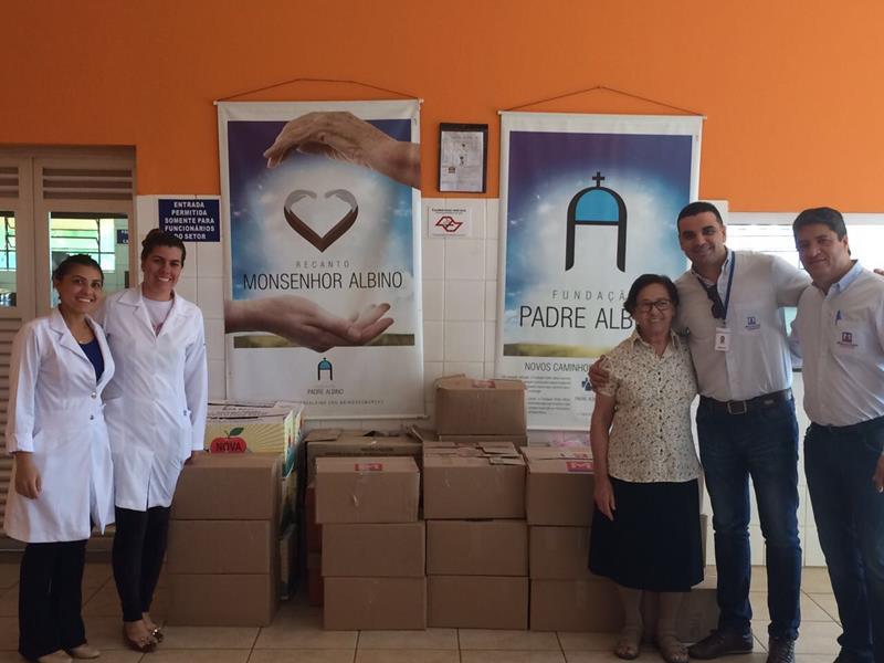 Representantes do Recanto e do Maranhão na entrega da arrecadação da campanha.